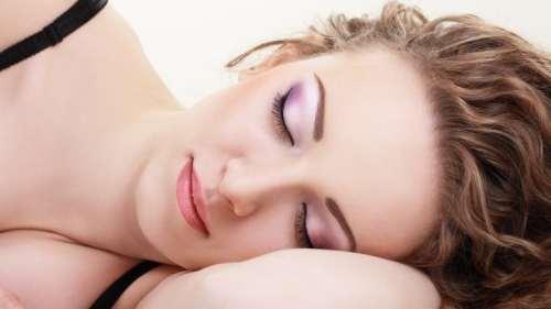 makyajlı uyumak zararlı mı