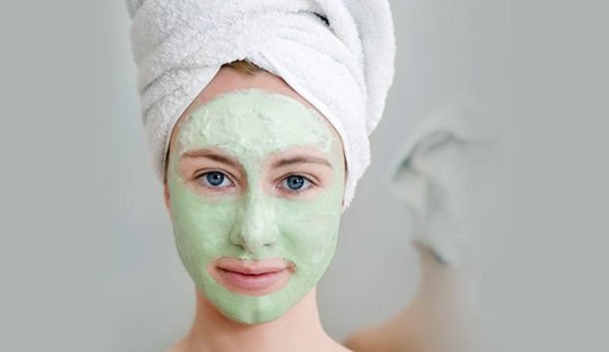 Evde Soyulabilir Yeşil Çay Maskesi Nasıl Yapılır?