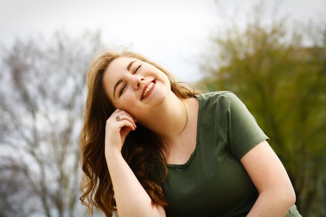 güldüren kadın