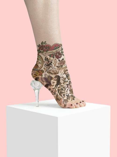 dövmeli ayakkabı